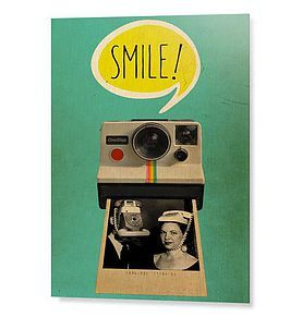Un regard joyeusement décalé et rétro. Parfait pour animer un couloir ou une montée d'escalier pour attirer l'attention. On l'associe avec une lampe rétro en métal ou des coussins jaunes et verts.  A partir de: 20 x30cm #retro #vintage #polaroid #smile #arty #chall #art #design #decoration #tableau