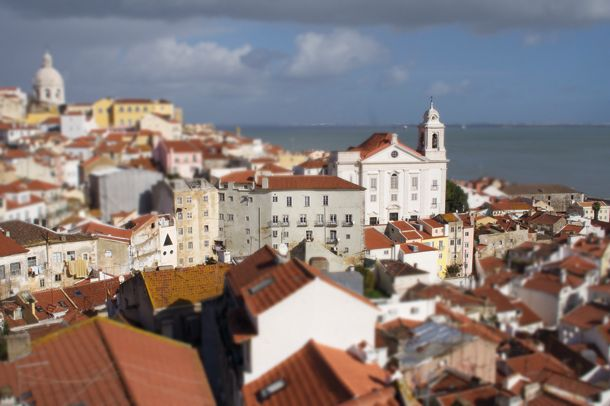 Photoshop effects: fake a tilt-shift effect in Photoshop Elements
