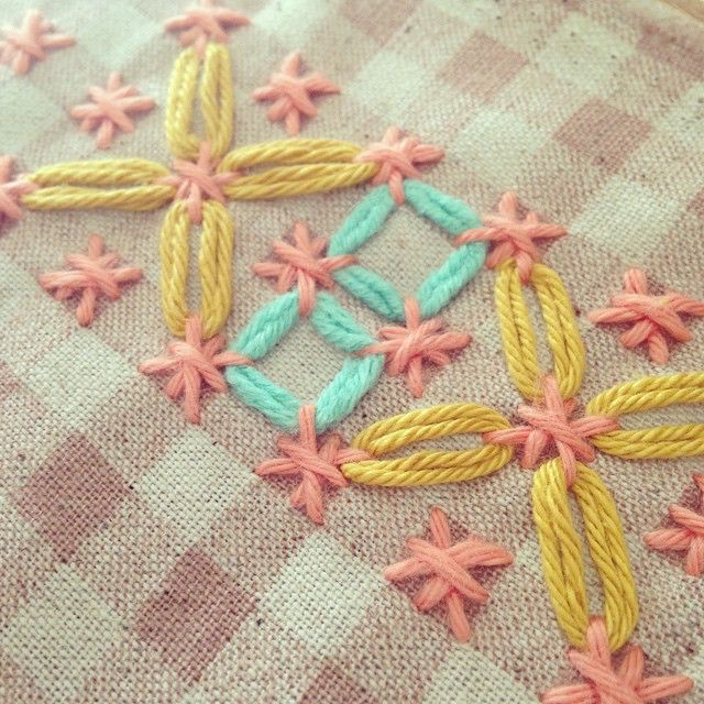 Probando con chicken scratch #lanusa #embroidery #bordado #chicken scratch…