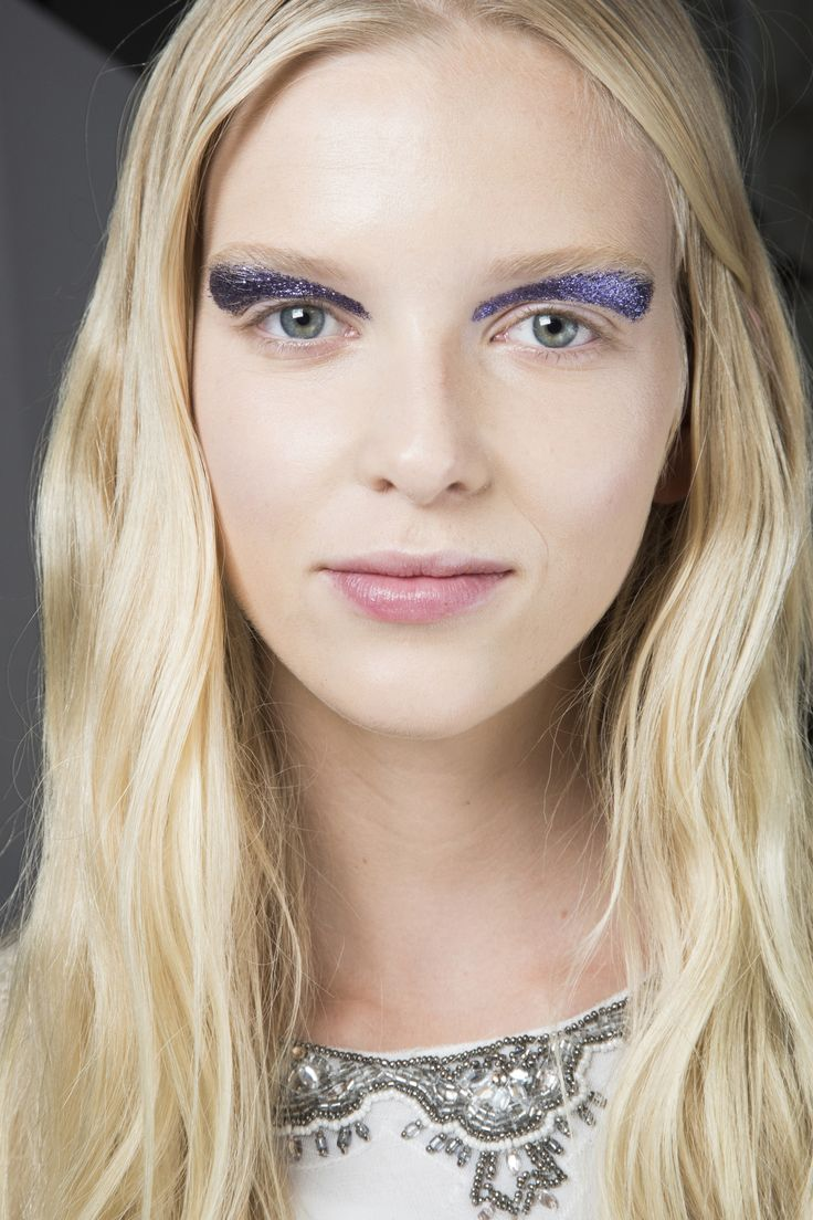 See beauty photos for Giambattista Valli Spring 2016 Ready-to-Wear collection.