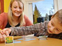 Le jeu occupe une place primordiale dans la vie d'un enfant dès son plus jeune âge. Il lui permet notamment d'apprendre à développer son imaginaire et d'échanger avec les autres... Explications de Caroline Perez, éducatrice de jeunes enfants.