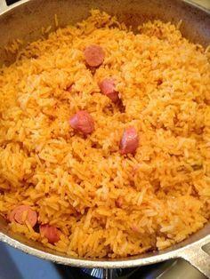 How to Make Rice W/ Vienna Sausage (Arroz Con Salchichas) me encanta cuando mami hace este arroz