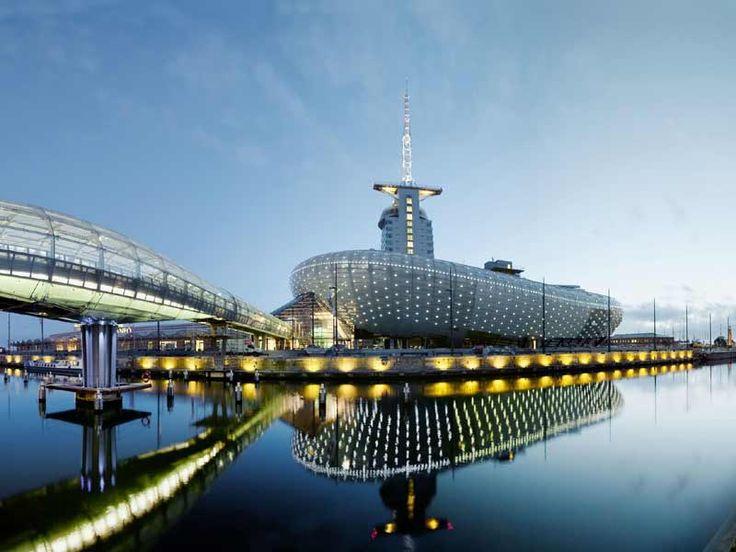 Nachtansicht vom #Klimahaus in #Bremerhaven © Klimahaus Bremerhaven 8° Ost.