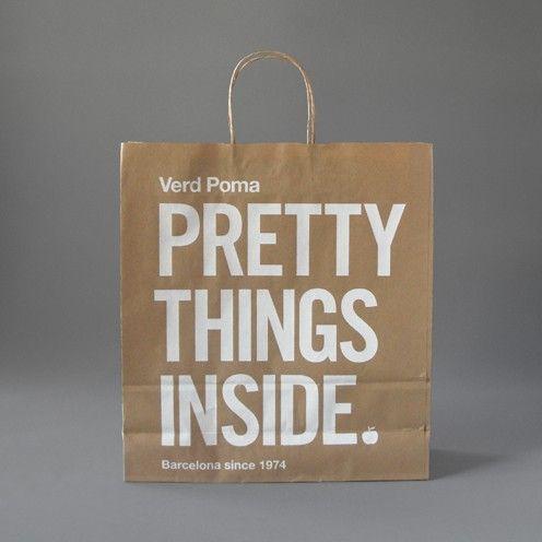 2. Cette image est venu me chercher, car son message est puissant malgré la simplicité du sac. Je crois que ça signifie qu'il ne faut pas se fier aux apparences, à l'extérieur, mais bien regarder l'intérieur afin d'apprécier la beauté des choses et des gens. Bref, le fait d'allier le simple sac brun à un tel message est ingénieux et la beauté qui s'en dégage est grande, selon moi.