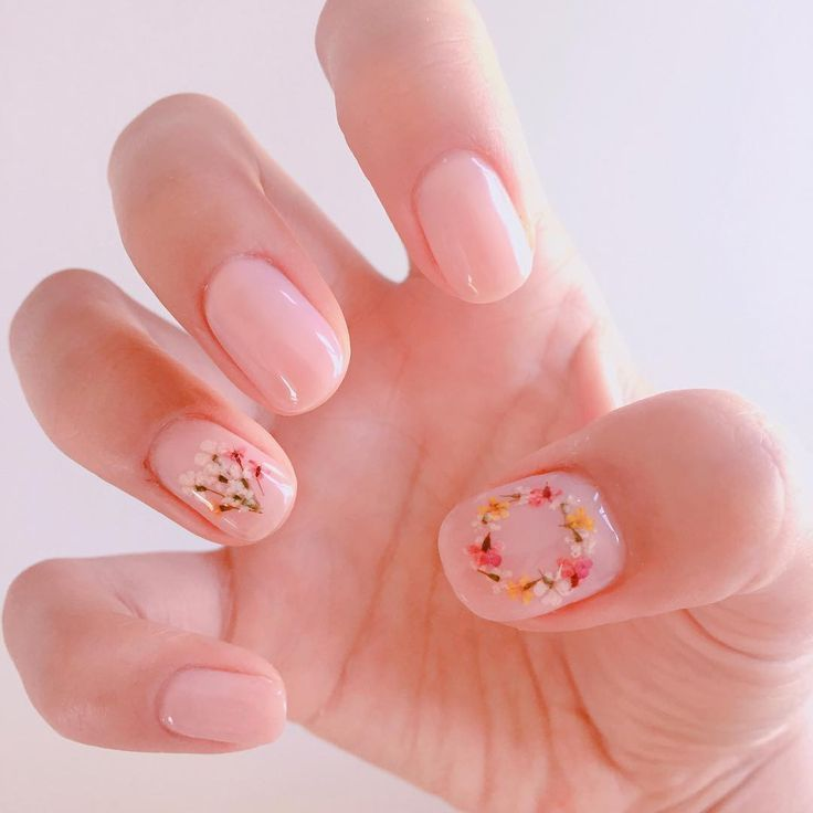 Hand-Pressed Flower Nails Are the Prettiest Accessory For Spring