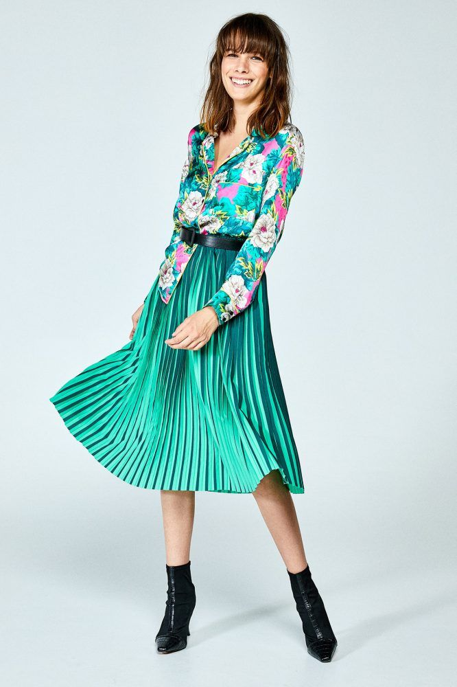 0254905f6e Falda midi bicolor plisada. Goma en la cintura. Mujer