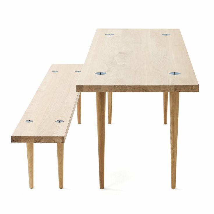 Archetypische Möbel-Serie: HÖNINGER beweist seine Qualität als stabiler Arbeitstisch oder als Essplatz. Er ist ideal... - Tisch und Bank Höninger