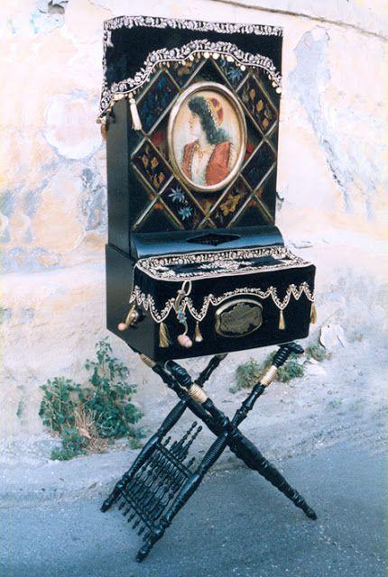 Greek instrument Laterna_Η ελληνική λατέρνα
