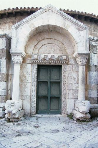 Tesori da scoprire in Puglia. Il Tempio di San Giovanni al Sepolcro a Brindisi. http://www.hipuglia.com/2013/07/da-vedere-in-puglia-san-giovanni-al.html #Puglia #Brindisi #arte #storia #Salento