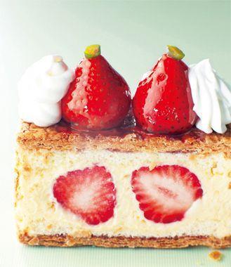 <あまおうのナポレオンパイ>イチゴの王様といわれるあまおうをたっぷり使ったナポレオンパイは、5月初旬までの限定発売。ハイレベルな日本のフルーツがパイと出会って叶った美味です。ダイエットを気にしなければ、いくつでも頂きたい!  ●ホテルニューオータニパティスリーSATSUKI  tel. 03-3221-7252  Photo:JUN NAKAMURA【25ans編集長 十河ひろ美】  http://lexus.jp/cp/10editors/contents/25ans/index.html  ※掲載写真の権利及び管理責任は各編集部にあります。LEXUS pinterestに投稿されたコメントは、LEXUSの基準により取り下げる場合があります。