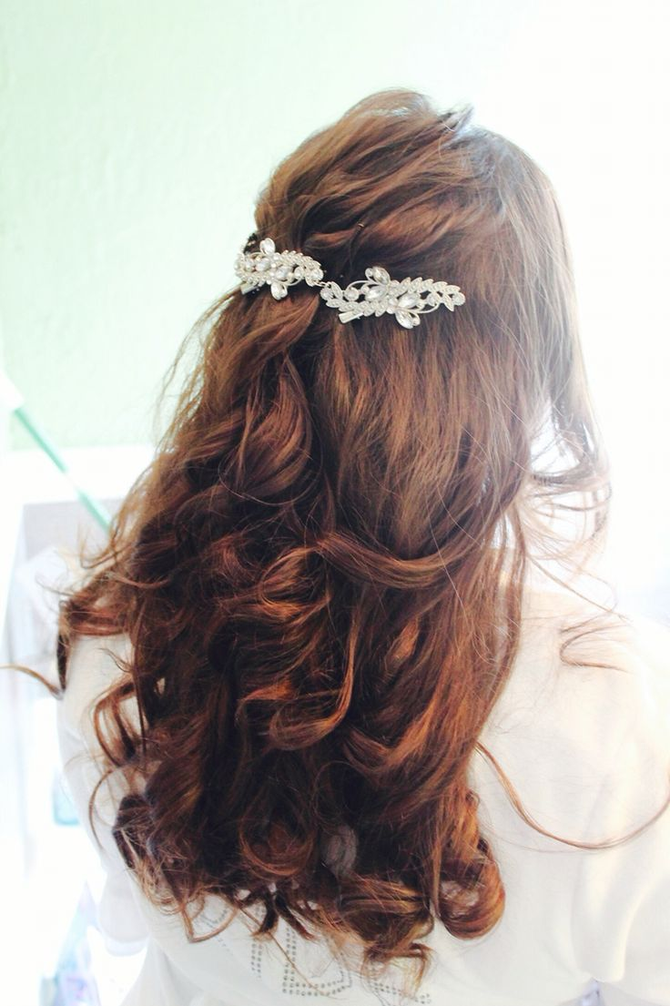 #hair#curls#wedding#pin#long#robe#the#bride#love#white