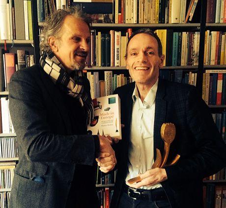 'Made in Europe. De kunst die ons continent bindt' van Pieter Steinz won de Gouden Tulp 2015, de prijs voor het beste informatieve boek. Steinz maakte het boek samen met ontwerper Sander Pinkse.