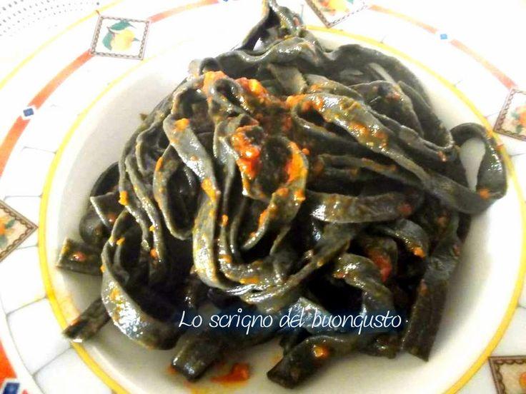 TAGLIATELLE AL NERO DI SEPPIA                         CLICCA QUI PER LA RICETTA http://loscrignodelbuongusto.altervista.org/tagliatelle-al-nero-di-seppia/                                     #tagliatelle #pastafattaincasa #primipiatti #pesce #nerodiseppia #foodblogger #Food
