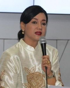 Langkah Besar Friderica Widyasari Dewi, Dari Dunia Hiburan Ke Bursa Efek ...