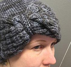 Rusettimyssykkä. Hauska pipo, myssy jonka sopii aloittelevallekin neulojalle. Se näyttää monimutkaiselle, muttei oikeasti ole sitä.
