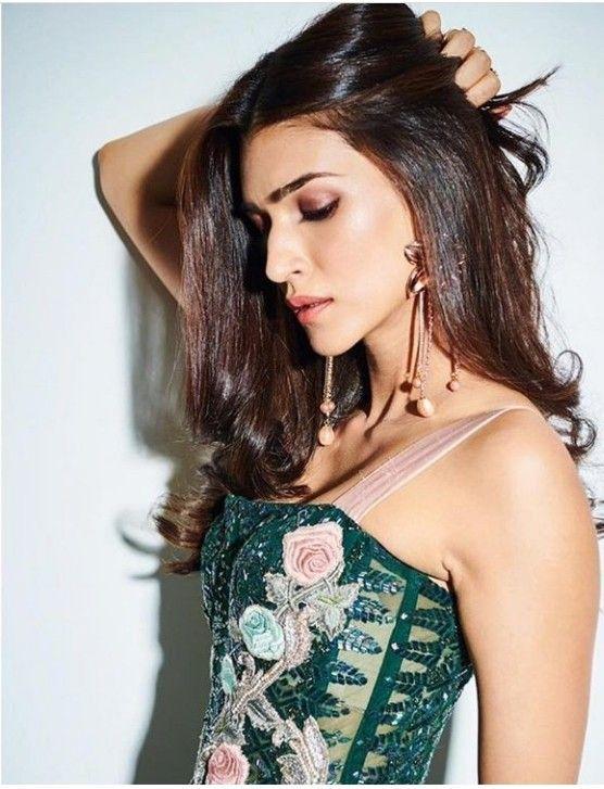 Pin By Alexa Smith On Kriti Sanon Bollywood Girls Most
