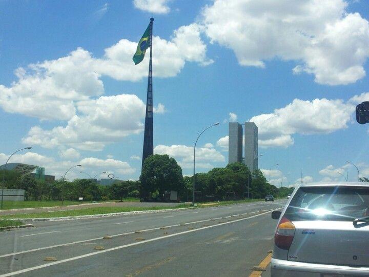 Brasília  Lugar lindo pena que é governado por  Ladrões...