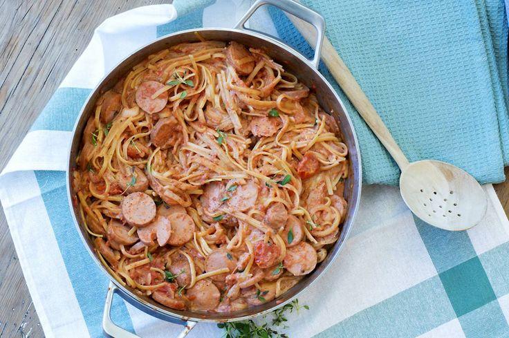 one-pot-med-spagetti-tomatsaus-og-polser-2