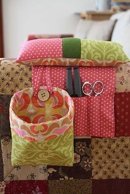 Love Love Love this @ DIY Home Ideas - Pin cushion arm rest with pockets for scissors