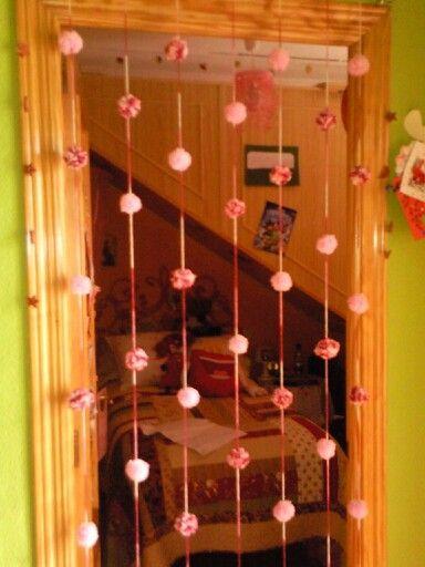 Cortina de pompones para habitación.
