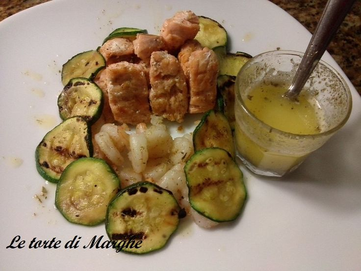 bocconcini di salmone  http://blog.cookaround.com/letortedimarghe/bocconcini-di-salmone-gamberetti-zucchine/