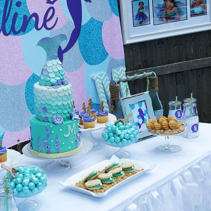 This #cake by @siftedcakes was everything  #mermaidcake