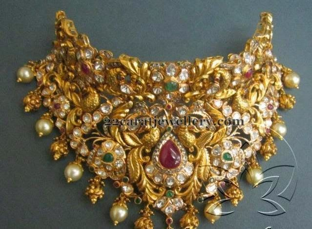 Jewellery Designs: Tremendous Gold Choker by Tibarumal