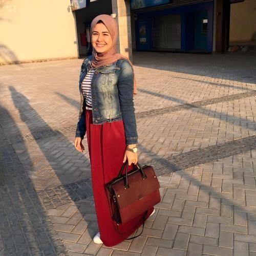 maroon-maxi-skirt-jean-jacket- Smart casual hijab outfits…