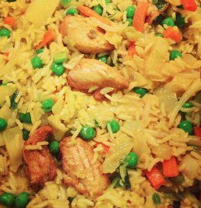 Nasi Goreng is een heel makkelijk recept. En o zo lekker! Met taugé, basmati rijst, en een verrassende selectie kruiden! Waardering: 4,6 van 5 sterren.