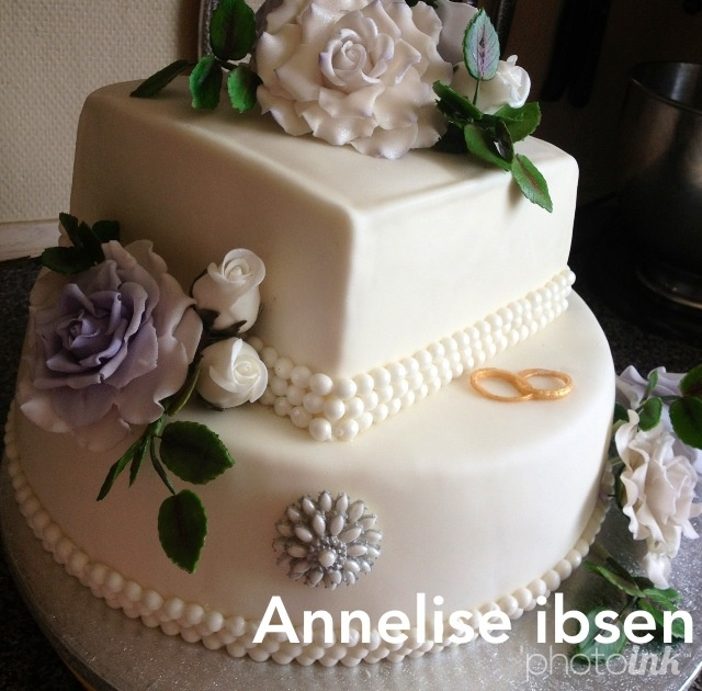 Bryllupskagen lilla blomster Wedding cake flower