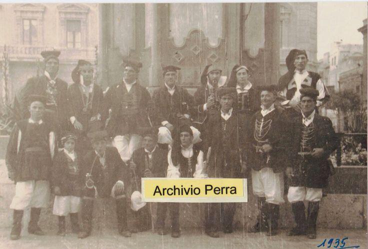 Uomini in abito tradizionale di Quartu Sant' Elena 1935