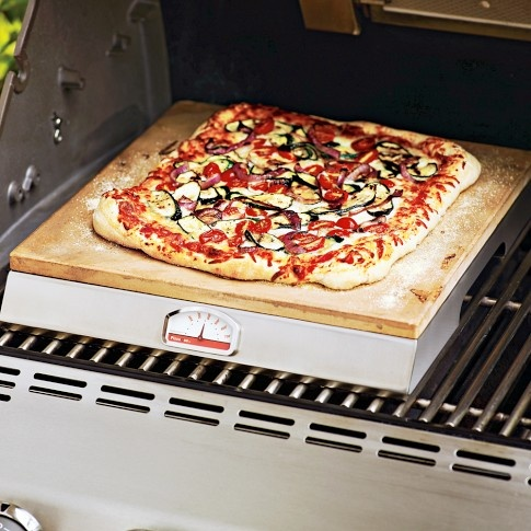 on my Outdoor Kitchen 'must have' list! Pizza Que Grill Stone.Most indoor ovens cannot reach the high temperatures required to produce the crispy crust and bubbling toppings of brick-oven pizzas. But over the high heat of a grill, this stone cooks pizza to perfection.