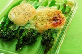 Roasted asparagus with Cabecou