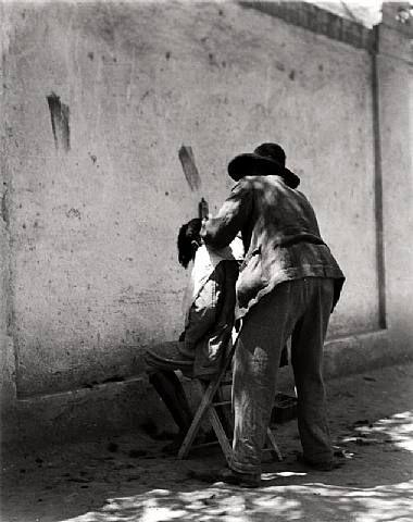 Manuel Alvarez Bravo, The Barber, Mexico, 1924