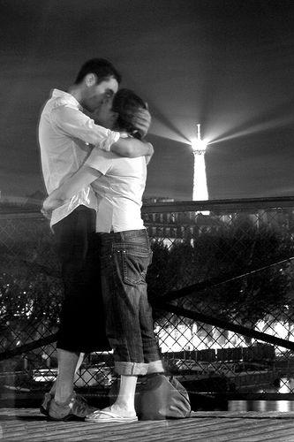 Le baiser d´pont des arts. Modern Robert Doisneau. by ter551, via Flickr