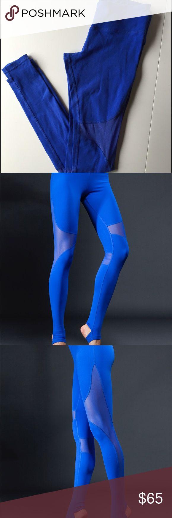 Alo Yoga Coast Legging Small Alo Yoga Coast Legging in the color Surf Blue. Slight pilling in the center. ALO Yoga Pants Leggings