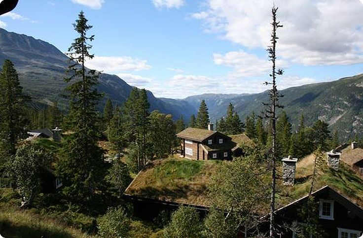 Cabin at Gaustablikk. Lykkebo is located 950 meters above sea level, 300 meters from Gaustablikk Alpine center. Closest village is Rjukan, 12 km.