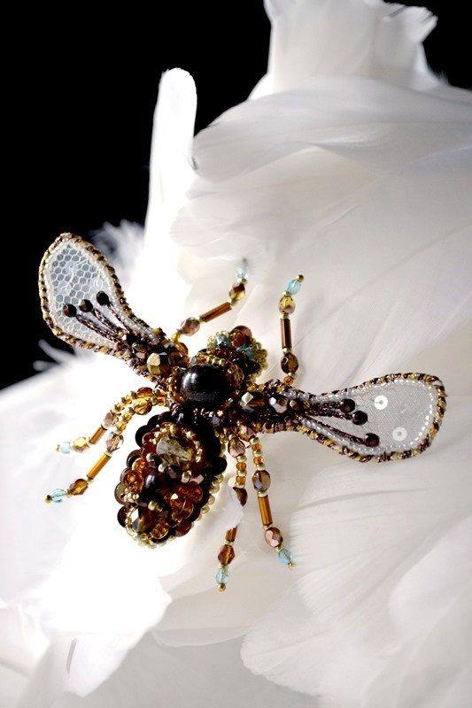 Honey Bee  bead embroidered brooch. Nature by BeadedNatureJewelry #AgijaRezcova