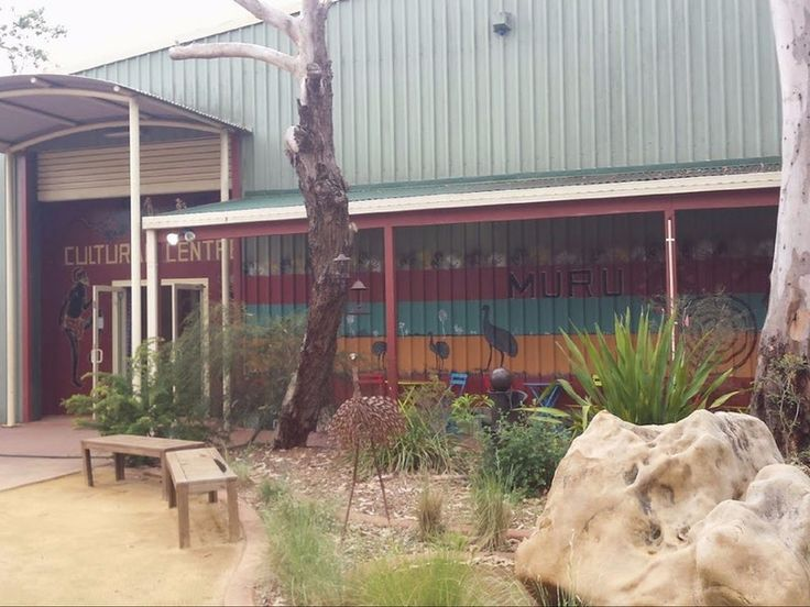 Muru Mittigar Aboriginal Cultural Centre tells the story of the Darug people, the traditional owners of the area. Muru Mittigar has an Aboriginal Cult