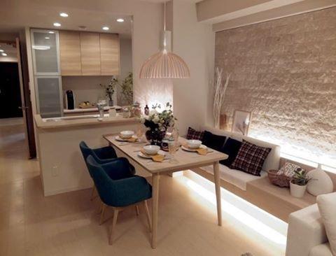 Sala de Almoço / Jantar para inspirar ✨Ambiente minimalista onde a iluminação indireta dá muito conforto e aconchego Fonte: https://goo.gl/2HNvup