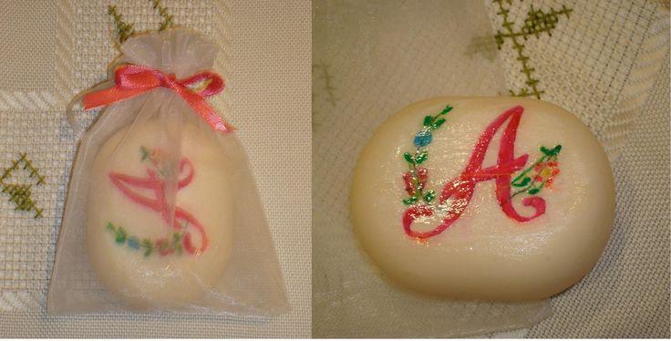sabonete decorado com a letra do nome