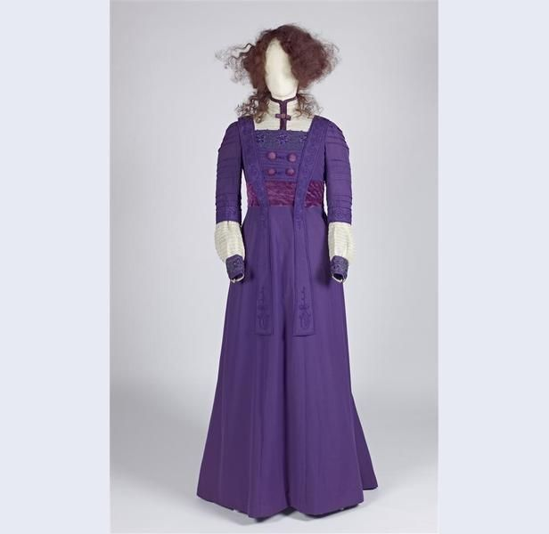Japon, reform model of purple cotton and purple velvet bodice and sleeves with threading and garnish with purple soutacheband 1905-1910