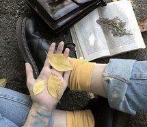 Вдохновляющая картинка эстетическое, альтернатива, удивительно, искусство, красиво, книга, ботинки, одежда, цвет, мило, падение, рука, любовь, роскошь, бледные, пастель, фотография, обувь, винтаж, белый, 4089153 - Размер 500x489px - Найдите картинки на Ваш вкус