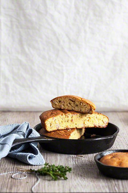 Maïsbrood met ui en spek  Bijzonder Spaans