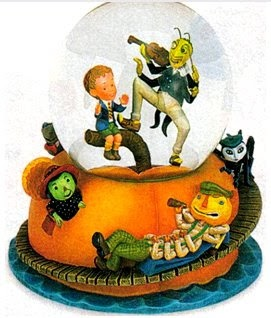 Disney Snowglobes Collectors Guide: James and the Giant Peach Snowglobe