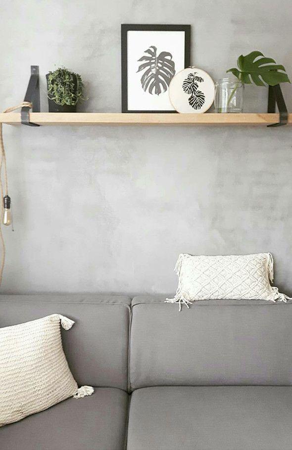 Een Houten Eiken Plank Voor Boven De Bank Of Voor In De Keuken Met Leuke Decoratie Wandplank Interieur Woonkamer Woonkamer Decoratie