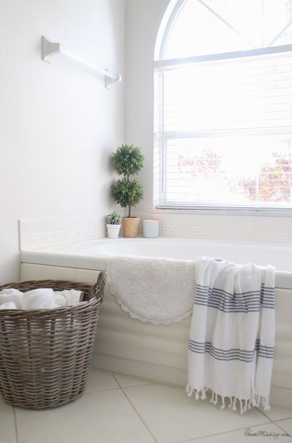 Bathroom Organization Ideas And Minimalist Checklist Bathroom Organization Cottage Style Bathrooms Bathroom Towels