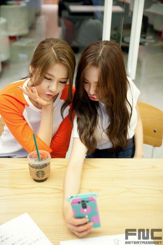 AOA - HyeJeong & MiNa 'Like A Cat' at Naver Star Cast #사뿐사뿐