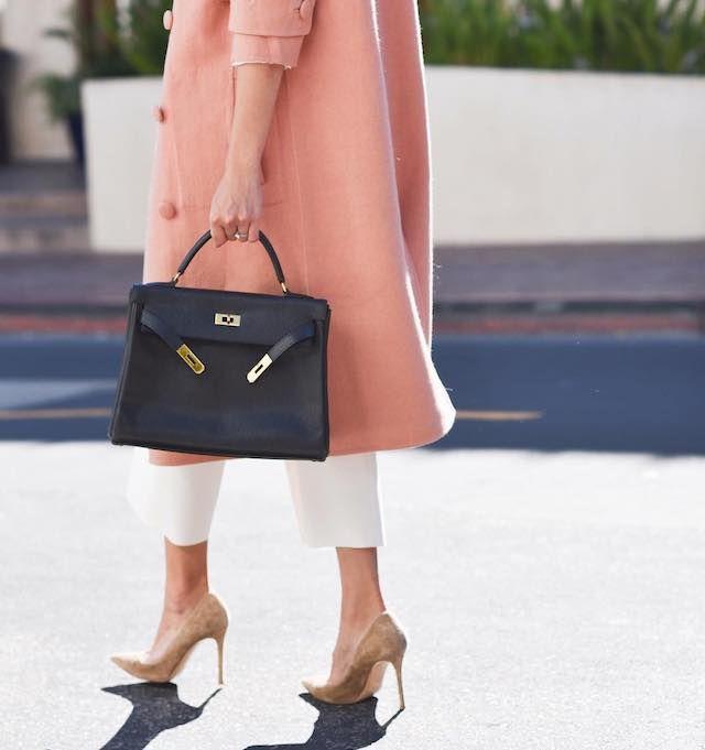 Vuoi dare una svolta ai tuoi look da ufficio? Non sottovalutare gli accessori! Una borsa comoda e capiente, ma rifinita nel dettaglio, renderà i tuoi outfit quotidiani sempre perfetti!
