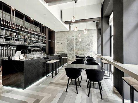 """Il nuovo """"Sport Cafè"""" di Locarno CH, è un progetto inaugurato nell'agosto del 2014. Nasce dalla voglia di un gruppo di giovani imprenditori svizzeri di riqualificare il piano terra e la terrazza esterna dello storico fabbricato del..."""